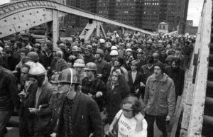 Una delle prime manifestazioni in cui i Weathermen scesero in piazza organizzati.
